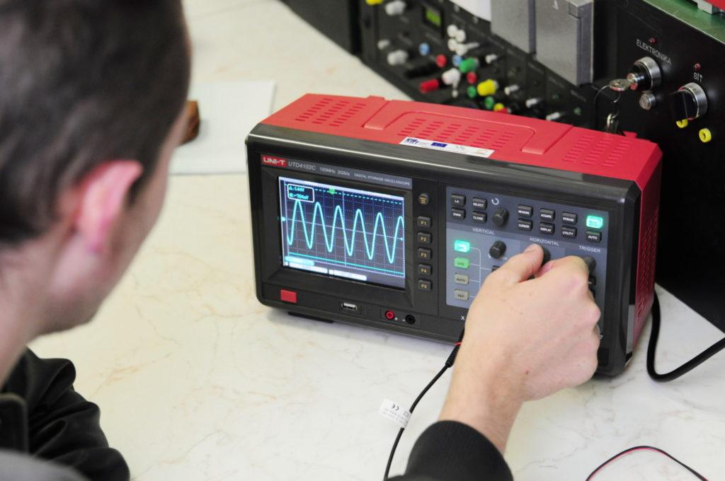 Učebna Elektrotechnických měření - Osciloskop