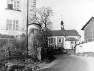 Kuřimský zámek v roce 1983 původní patka.