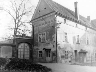 Kuřimský zámek v roce 1983.
